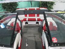 GLASTRON GT 225 2014 GT 225 *** BATEAU DE WAKEBOARD DE 23 PIED EN EXCE