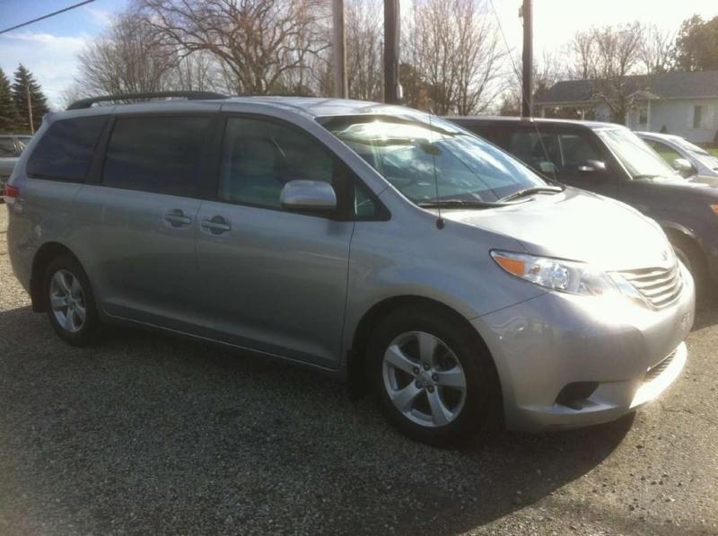 Toyota Sienna LE 8 passagers 2011 à vendre