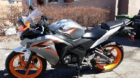 Honda CBR - comme neuve - négociable