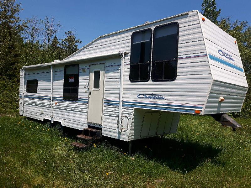 Caravane à sellette Chateau 31 1993 à vendre