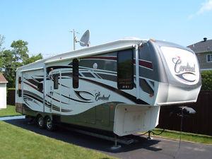 Caravane à sellette Cardinal (Forest River)  2010 à vendre