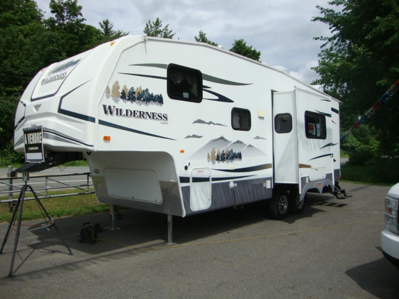 Caravane à sellette Wilderness 265BH 2009 à vendre